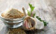 Garlic powder and fresh garlic
