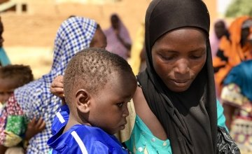 Mother-of-four Tsahara Maidagi waits patiently in line with her 19-month-old son Mamane. Photo: Darren Vaughan/Concern Worldwide.