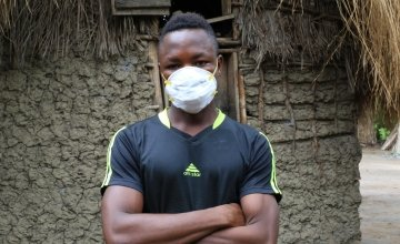 Daddy Mansaray wearing a mask as a preventative measure against Covid-19, at his residence in Bassaia Village Tonkolili District Northern Sierra Leone Photo: Mohamed Saidu Bah / Concern Worldwide