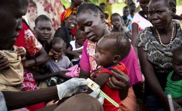 A child has his MUAC measurement taken, South Sudan. Photo: Abbie Trayler-Smith