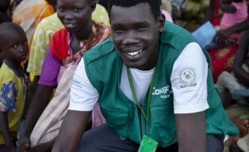 Simon is pictured leading an educational session at a Concern Worldwide Nutrition clinic in a rural area of Aweil, South Sudan. Photo: Abbie Trayler-Smith