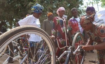 Influential women and traditional healers bicycle maintenance training session. Photo: Musa S Kamara.
