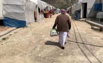 A man keeps a social distance from others as he returns home after receiving a hygiene kit in a camp in Northern Iraq.  Photo: Concern Worldwide