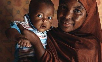 Aminata (20) and her son Hassane (9 months). Photo: Ollivier Girard / Concern Worldwide / Niger (2021)