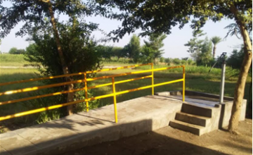 Model hand pump installed by the BDRP programme in Jhang, Pakistan with a staircase and ramp for access for the elderly, children and people living with disabilities. Photo: Chaudhry Inayatullah/ AWARD.