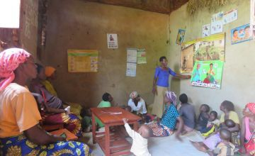 A community health worker teaches a Care Group about health, nutrition and good hygiene
