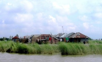 The cluster village in Mesra which functioned as an evacuation site, accommodating around 100 families during the August 2014 floods in Bangladesh. Photo: Picasa / Concern Worldwide.
