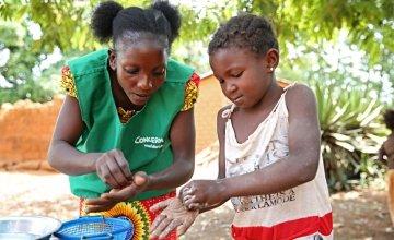 Concern Health Promoter, Princia Irebanda, teaches good hygiene practice to children in the village of Boyali in the Central African Republic. Photo: Kieran McConville