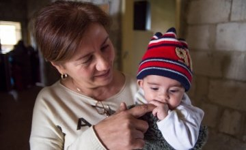 Maria Nader, Community Site Coordinator for Concern Worldwide with a baby born in Lebanon to Syrian parents in Hazzoury collective centre, run by Concern Worldwide in Halba, Lebanon. Photo: Kieran McConville/Concern Worldwide.