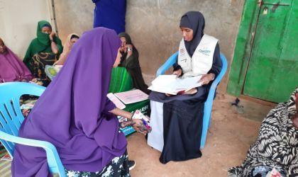 Danwadaag Field Officer Rukia Mohamed Isack verifying the record books with Self Help Group Facilitator Deeh Haji  Mohamed SHGs under Danwadaag project in Baidoa Hassan, Somalia. Photo: Hassan Isgoowe Molsmed / Concern Worldwide.