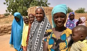 Concern-supported community health workers from the village of Kossoma who have given help and advice to mum Hassana Salouhou. Photographer: Darren Vaughan / Concern Worldwide.