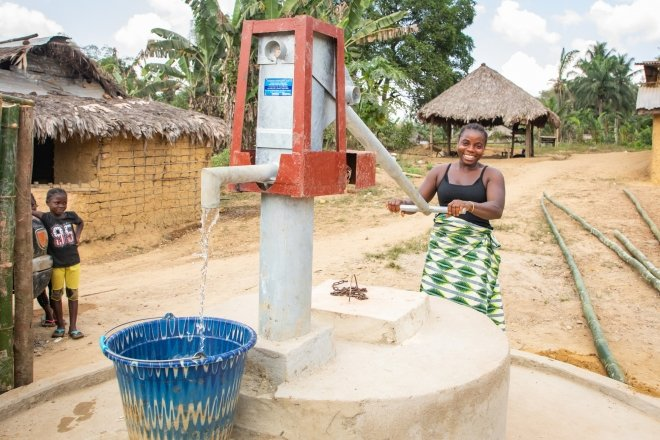 Sadah Smith using the new Town Town well. Concern installed this well recently and it's already having a positive impact on the town.  Photo: Gavin Douglas/Concern Worldwide