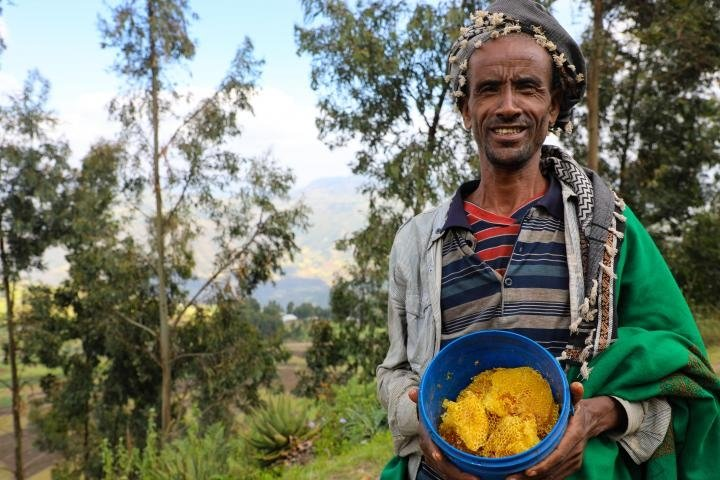 Assen Shek Oumed is proud to be part of the bee-keeping programme supported by Concern. Photo: Jennifer Nolan / Ethiopia / 2017.