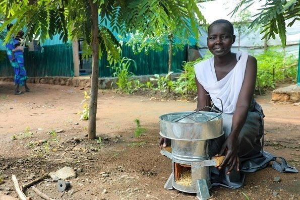 Abamoltho Gudra cooks for her five children using her eco stove in the Pugnido refugee camp in Gambella. Photo: Jennifer Nolan / Concern Worldwide