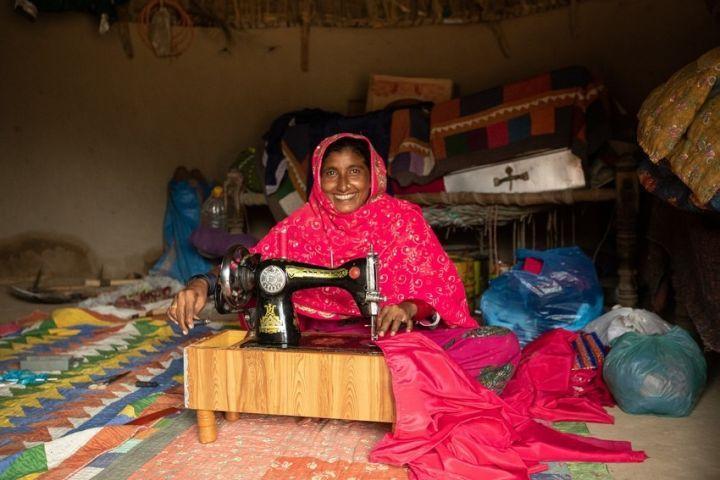 Suheend with her sewing machine in Pakistan. Photo: Khaula Jamil / Concern Worldwide