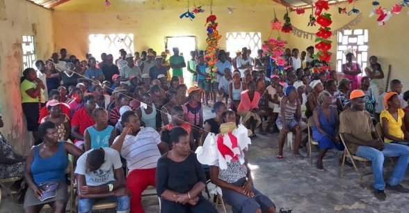 Community members of Grand Vide before a distribution of NFIs in the area. Photo: Peter Doyle / Concern Worldwide.