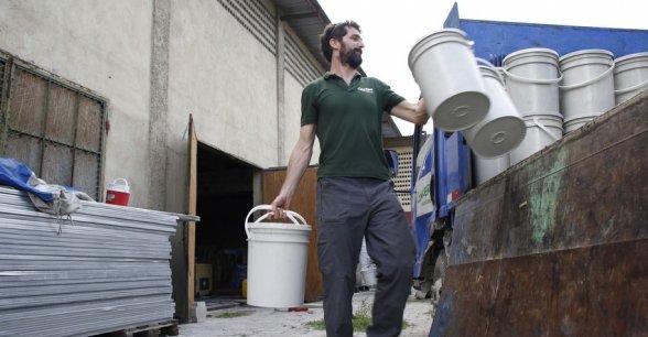 Logistics advisor Graham Woodcock loads a truck with hygiene kits. Photo: Kristin Myers / Concern Worldwide.
