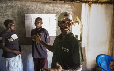 Albert Mukalay, a Concern Hygiene Promoter in Tanganiyka province, holds a training session with Animateurs in Katchumbuyu, DRC. Photo: Concern Worldwide.