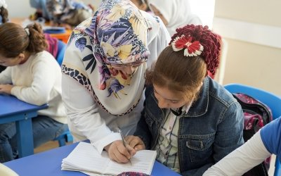 Hadice works with Rania, 10, to strengthen her Turkish skills in an Education Support Centre run by Concern's local partner in Malatya Province. Photo: Concern Worldwide.