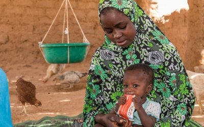 Chahara Mohamadou with her daughter Fatima (8 months) at a Concern supported health centre. Photo: Apsatou Bagaya / Concern Worldwide / Niger
