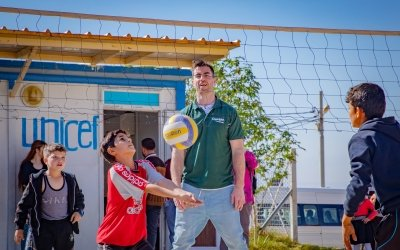 Michael Darragh Macauley playing volleyball with kids in a refugee camp in north-west Iraq. Photo: Gavin Douglas/Concern Worldwide.