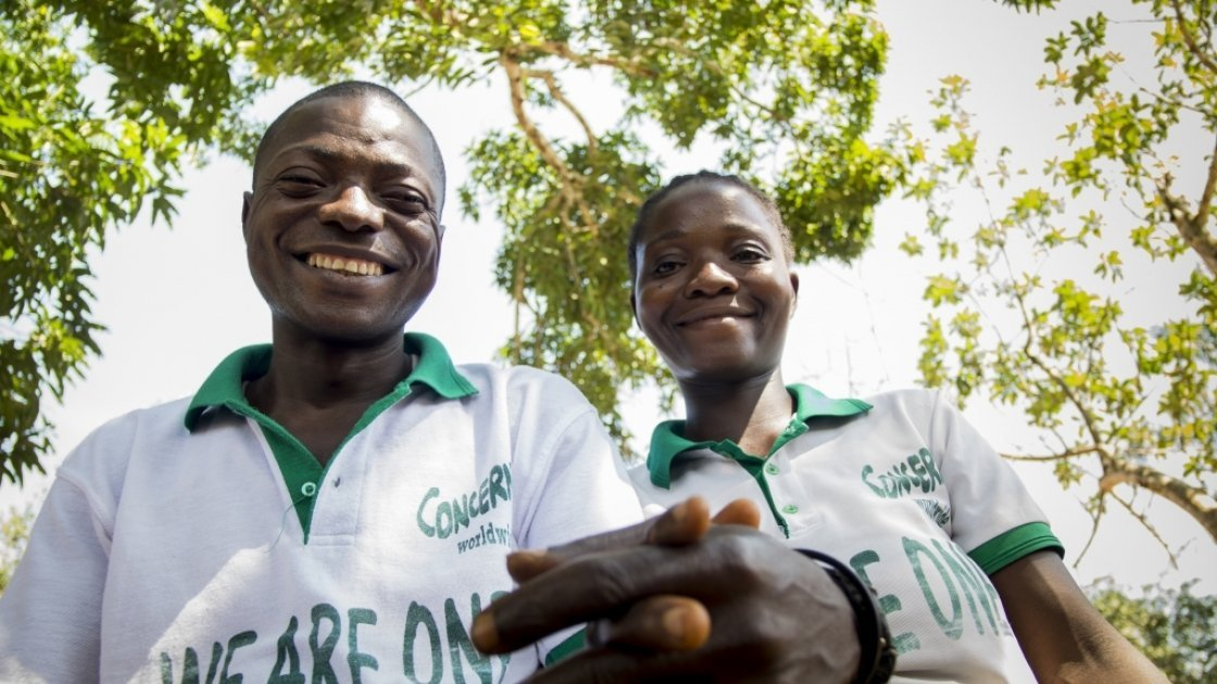 Mulbah Walewula and his wife, Kabah Kalama, who are Changemakers in the village of Kalamata in Lofa County, Liberia. Photo: Concern Worldwide.