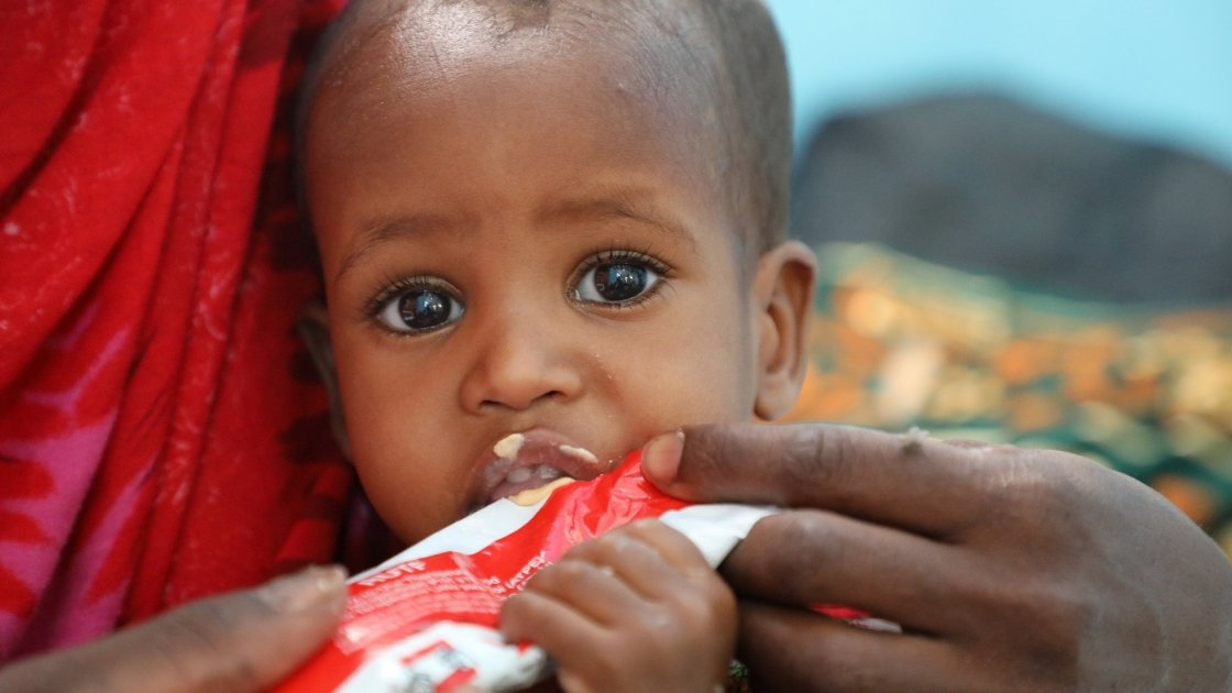 Halimo Hassan (1 year and 2 months) and mother Khayro Ali Hassan (30) in a remote health centre in Filtu, Somali Region. Halimo is being treated for severe acute malnutrition with the support of Concern Worldwide. Photo: Jennifer Nolan/ Concern Worldwide