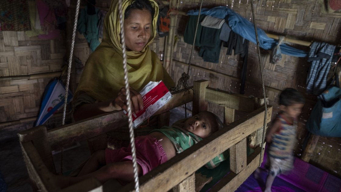 Reshma has a makeshift cot suspended from the ceiling of her temporary shelter to rock Tahira* to sleep and keep her safe. Photo: Abir Abdullah/ Concern Worldwide