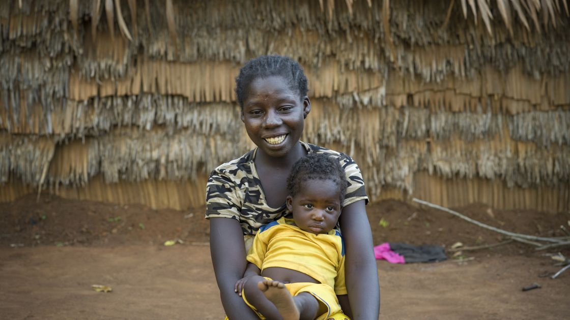 Alida and her daughter Fiobona in the Central African Republic. Photo: Chris de Bode