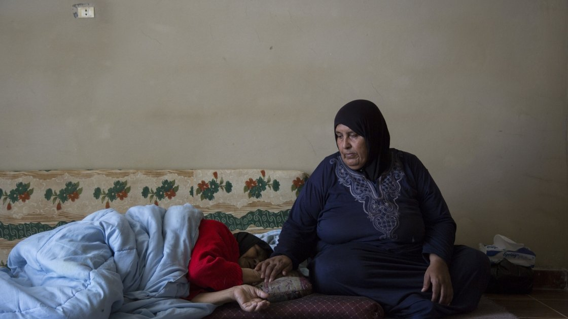 Syrian refugee Fada with her mother Esma.