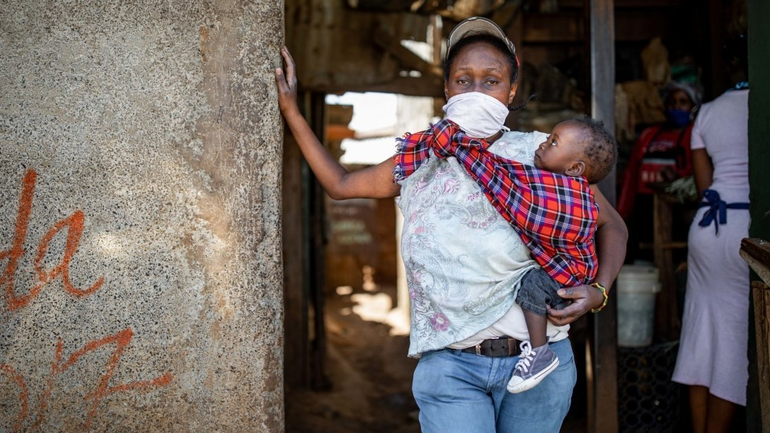 Baby Charlyne and Margret in the alleyway outside there home in Kibera. Nairobi. Photo: Ed Ram / Concern Worldwide