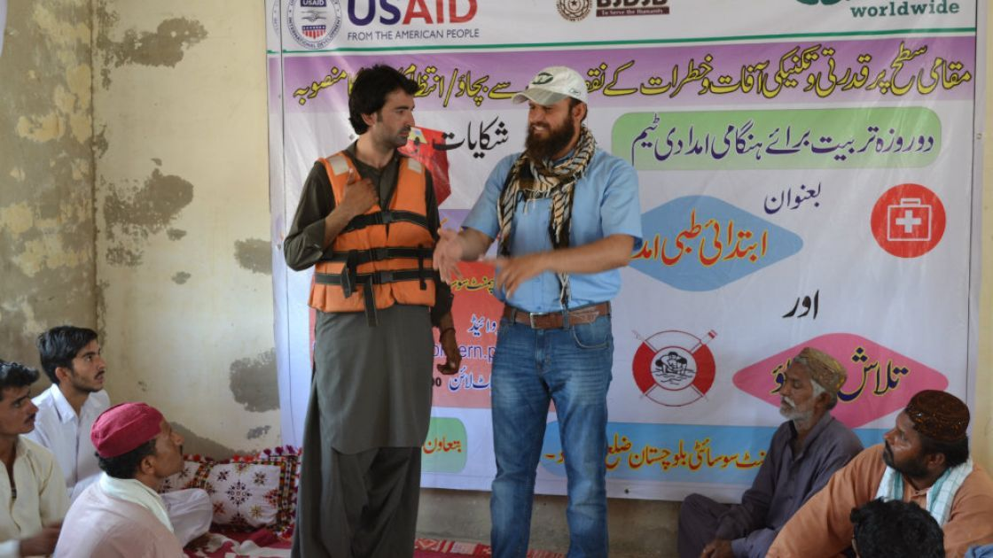 Showing a community in Pakistan search and rescue techniques. Credit: Abdul Baqi/Bright Star Development Society