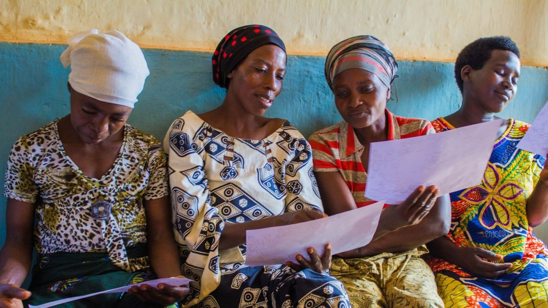 A volunteer care group in action. Photo: Irénée Nduwayezu / Concern Worldwide.