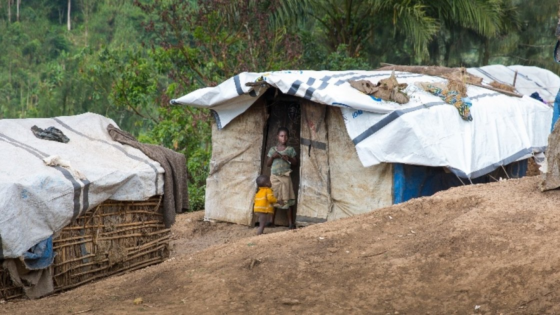 Rough shelters on a hillside in North Kivu. Photo: Kieran McConville / Concern Worldwide