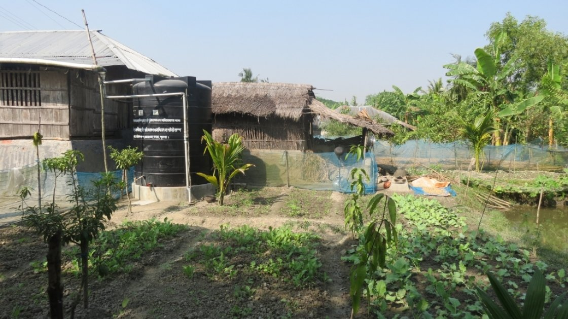 Rain-water harvesting in the coastal resilience programme, Khulna, Bangladesh.Photo by Sarah Whiteley, 2016.
