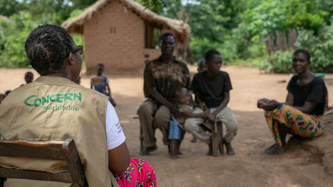 Concern Programme Manager Akunsito Kananji with the Raphael family. Their home was washed away with all their belongings. Photo : Gavin Douglas/ Concern Worldwide