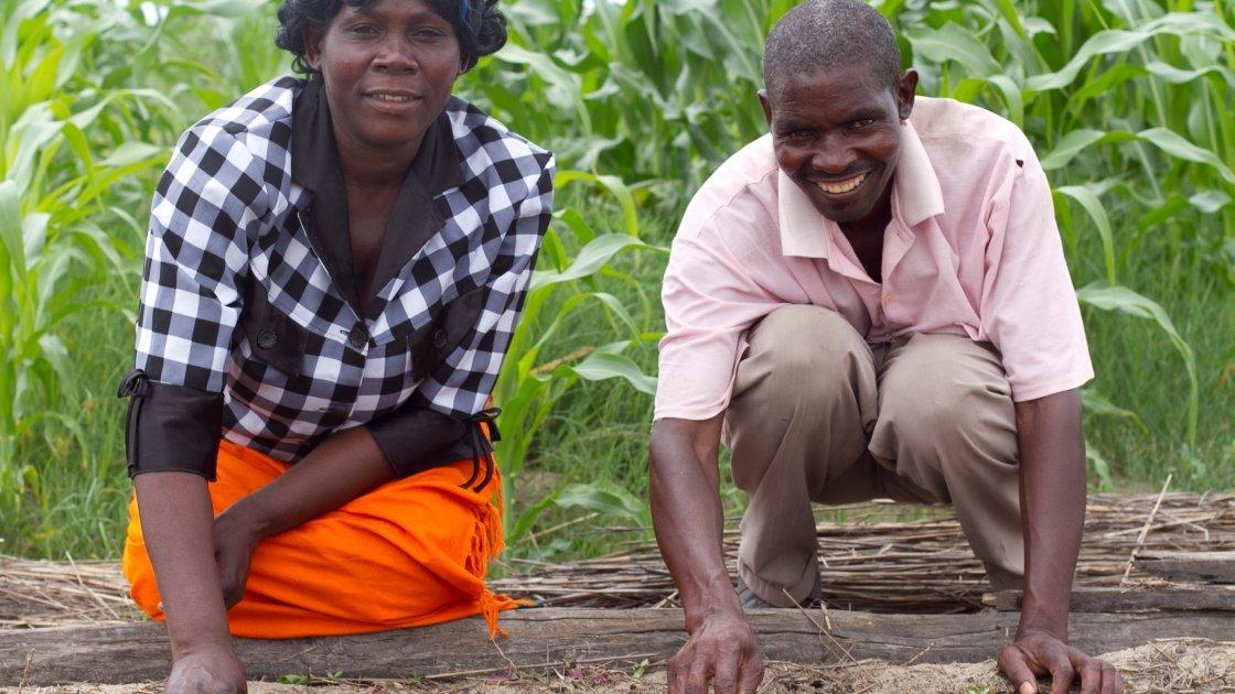 Bertha Inambao Sichaliso and her husband, Green Nambula Mayumbelo, in the village of Nakako in the district of Senenga in Western Province, Zambia. Photographer: Jennifer Nolan / Concern Worldwide.