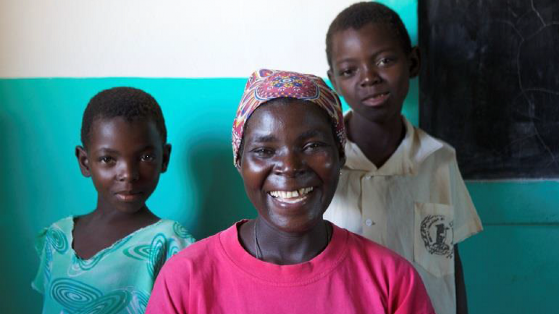 Romana Cipriano with her daughters Inês and Beatriz at the Chimbadzuo primary school. Manica, Mozambique. Photo: Kieron Crawley / Concern Worldwide.