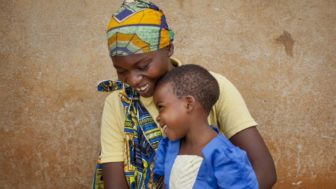 Married mum-of-four Clotilde Ndayisenga (25) and her five-year-old daughter Ines, Rugombo, Cibitoke,  Burundi. Photo: Abbie Trayler-Smith/Concern Worldwide
