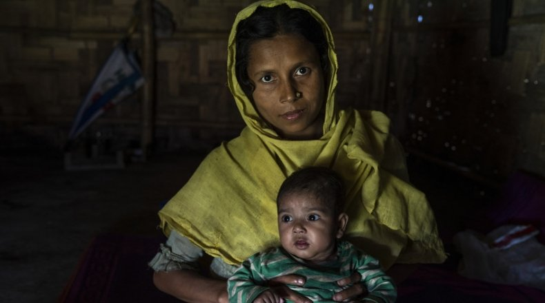 Married mum of six Reshma* (30) with adopted niece Tahira* (9 months) Rohingya Refugee Crisis, Bazar Camp, Bangladesh Photo: Abir Abdullah / Concern Worldwide