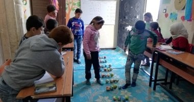 Children enrolled in the non-formal education (NFE) programme in the 'Make Math Fun' class in Northern Syria, 2020. This is part of the numeracy sessions to learn multiplication using small coloured balls.