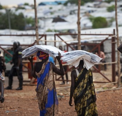 Shelter Distribution by Concern Worldwide in a POC in Juba, South Sudan. photo: Abbie Trayler-Smith/ Concern Worldwide
