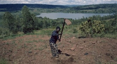 Single mum Espérence Ndayishimiye, Burundi. Chris de Bode/Panos Pictures for Concern Worldwide