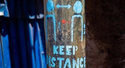 'Keep Distancing' street art in Kibera Slum, Nairobi, Kenya Photo: Ed Ram / Concern Worldwide