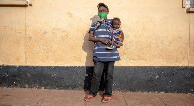 Marget Wanjiru with baby Sharlyn in Kibera Kenya Photo: Ed Ram