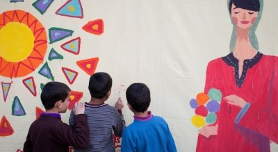 Refugees from Syria take part in an art workshop at a Concern supported Collective Centre in Northern Lebanon. Photo: Abbie Trayler-Smith/Concern Worldwide.