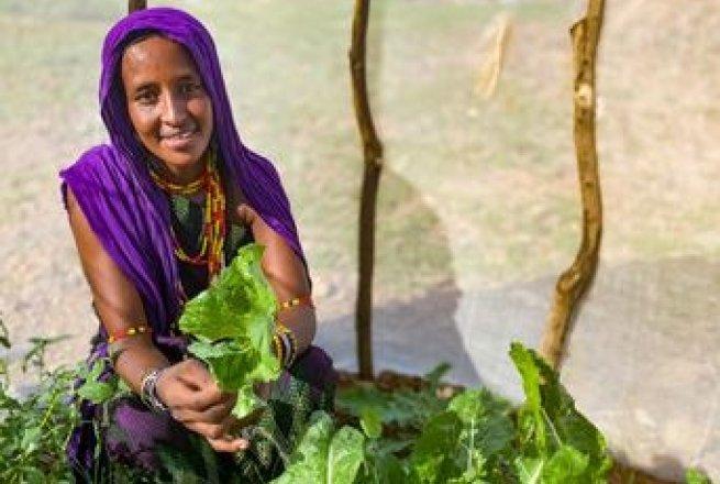 Sori Gollo in her kitchen garden in Kalacha, Marsabit. Concern has supported mother of 3 to grow an healthy and varied kitchen garden in Chalbi desert.Kenya Photo: Jennifer Nolan / Concern Worldwide.